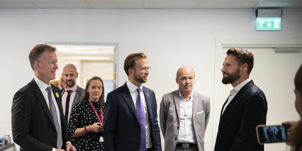 Nikolai Astrup på besøk på OsloMet. Her blant annet sammen med rektor Curt Rice. Foto: Sonja Balci