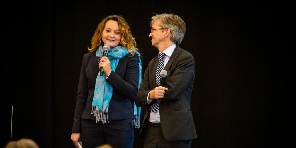 — Jeg personlig syns navnet er moderne og bra, sa statssekretær i Kunnskapsdepartementet, Rebekka Borsch, om OsloMet. Her sammen med Paul Chaffey. Foto: Runhild Heggem.