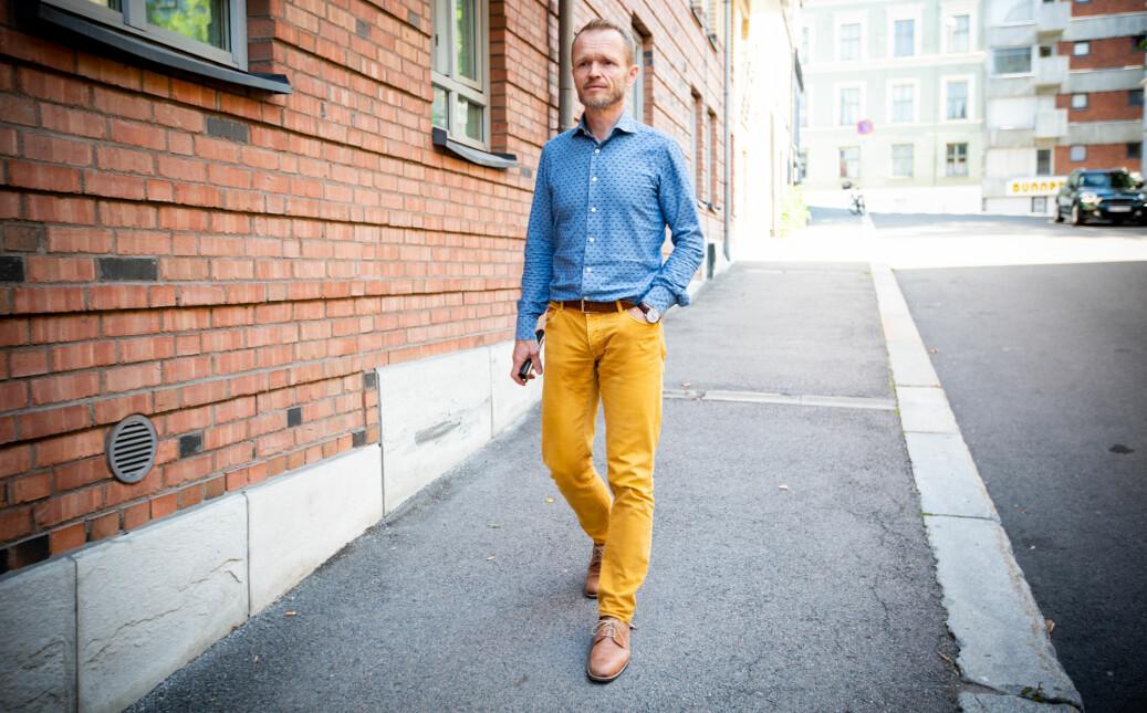 Professor og tidligere leder i Forskerforbundet ved NTNU, Kristian Steinnes, er fortsatt delvis sykmeldt og merket av konfliktene ved instituttet han jobber på. Foto: Runhild Heggem