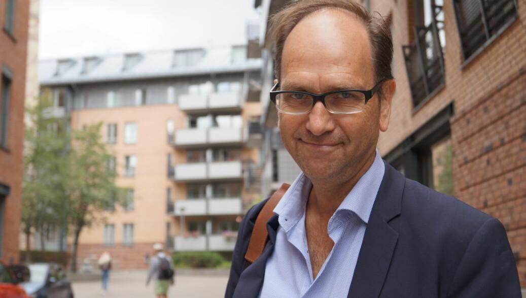 Medieprofessor Tore Slaatta sjekker jobbmarkedet ved Universitetet i Oslo. Foto: Nils Martin Silvola