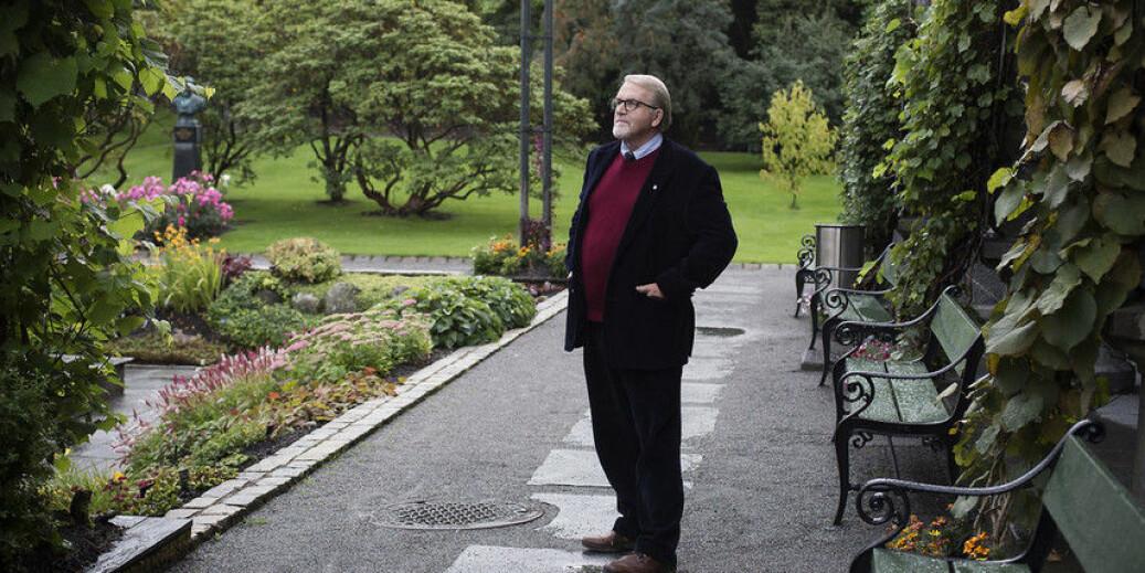 Dagens universitet hadde aldri funne plass til ein type som Frank Aarebrot, meiner Bernt Hagtvet. I dag held han den aller første Aarebrotforelesningen til minne om den populære UiB-professoren. Foto: Silje Katrine Robinson