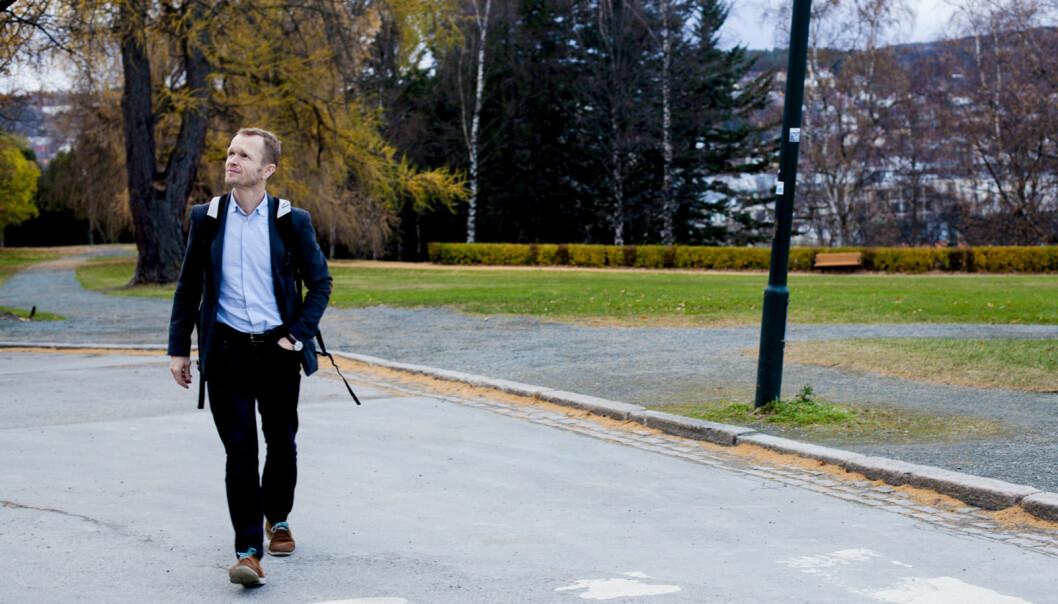 Tvangsflyttede professor Kristian Steinnes får ikke svar på om han er en del av en mulig omorganisering på Institutt for historiske studier på NTNU. Foto: Wanda Nathalie Nordstrøm