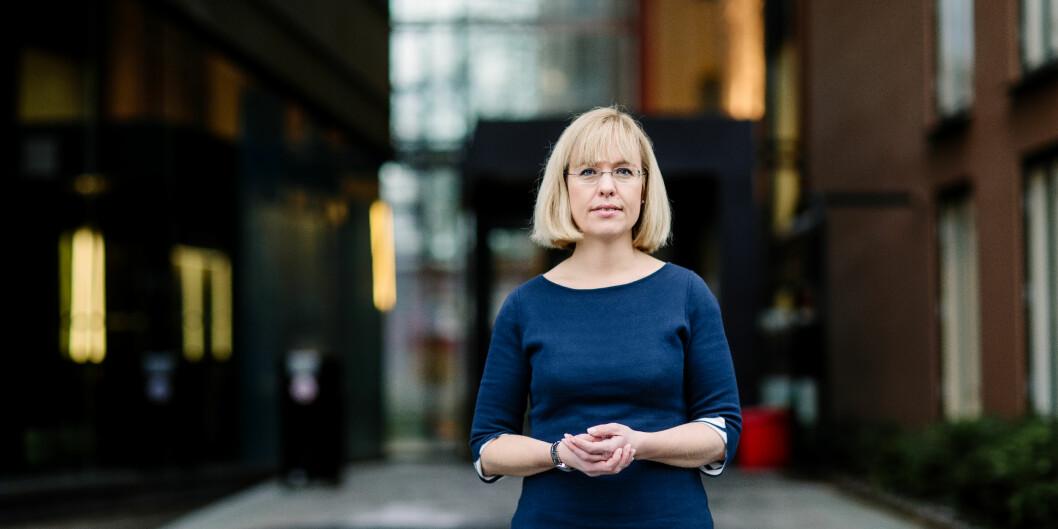 Språkrådets direktør Åse Wetås har skrevet brev med den utvetydige tittelen «Staten bryt eigne skrivereglar og retningslinjer for namnelaging» til Kulturdepartementet. Foto: Språkrådet