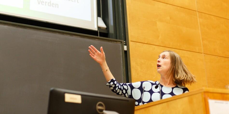 Forsknings- og høyere utdanningsminister Iselin Nybø (V) kom til Universitetet i Oslo for å fortelle om revidert langtidsplan for forskning og høyere utdanning mandag ettermiddag. Foto: Siri Øverland Eriksen