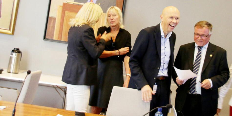 IT-direktør Tore Burheim og universitetsdirektør Kjell Bernstrøm (til høgre) ved Universitetet i BErgen er to av ti administrativt tilsette med millionløn ved Universitetet i Bergen. Rektoratet, her representert ved prorektor Margareth Hagen (nummer to frå venstre) tener òg godt. Foto: Njord V. Svendsen