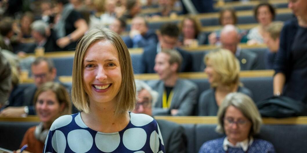 Statsråd Iselin Nybø forsvarer ordningen som skal belønne de studenter som fullførere n grad mer enn de som ikke gjør det. Foto: Siri Øverland Eriksen