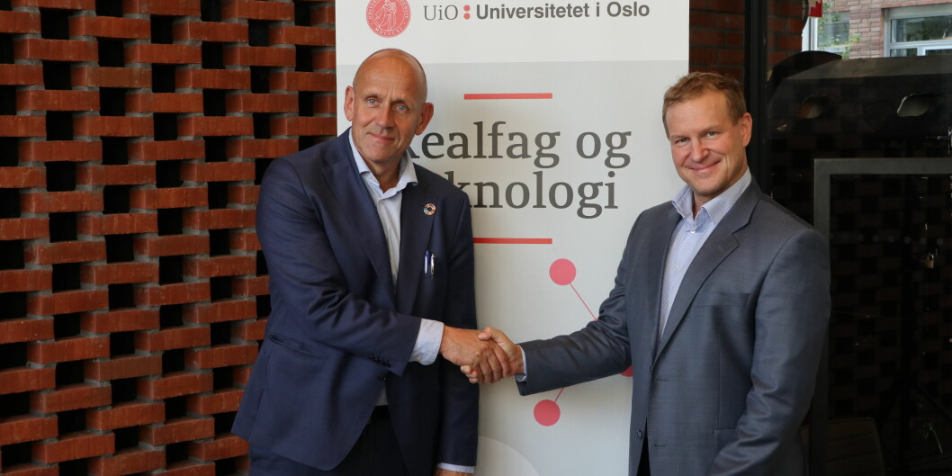 Dekan Morten Dæhlen ved Universitetet i Oslo og konserndirektør for IT i DNB, Alf B. Otterstad skal videreutvikle utdanningen for it-arkitekter. Foto: Hilde Omberg/UiO
