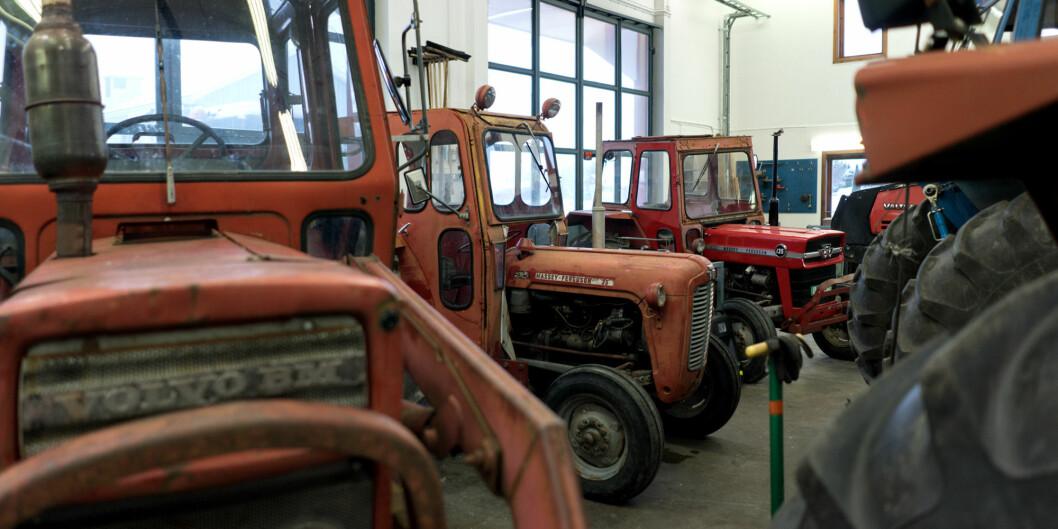 Høgskolen i Innlandet sliter med å finansiere jordbruksutdanningene, som foregår på Blæstad utenfor Hamar, her fra traktorverkstedet. I alt trengs 90 millioner for å oppgradere infrastrukturen. Foto: Ketil Blom Haugstulen