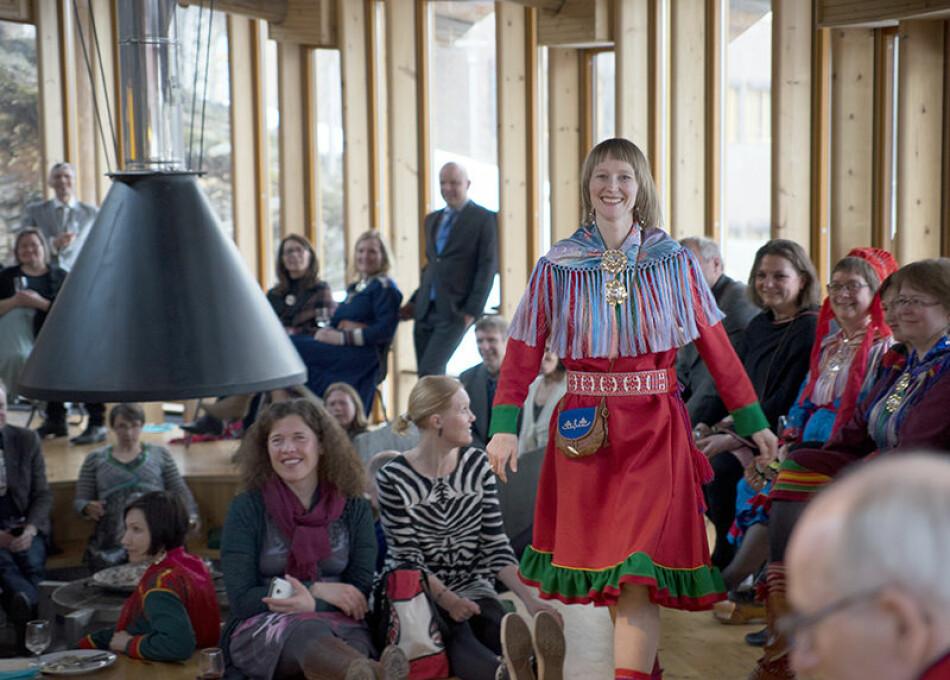 Førsteamanuensis Lill Tove Fredriksen skriver sammen med SAIH-leder Beathe Øgård at 40 prosent av verdens 6700 språk står i dag i fare for å forsvinne, og at urfolksspråk som samisk er ett av dem. Foto: Bjørn Hatteng