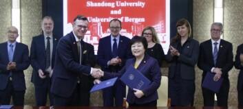 Nå er UiB-rektor Olsen æresprofessor i Kina