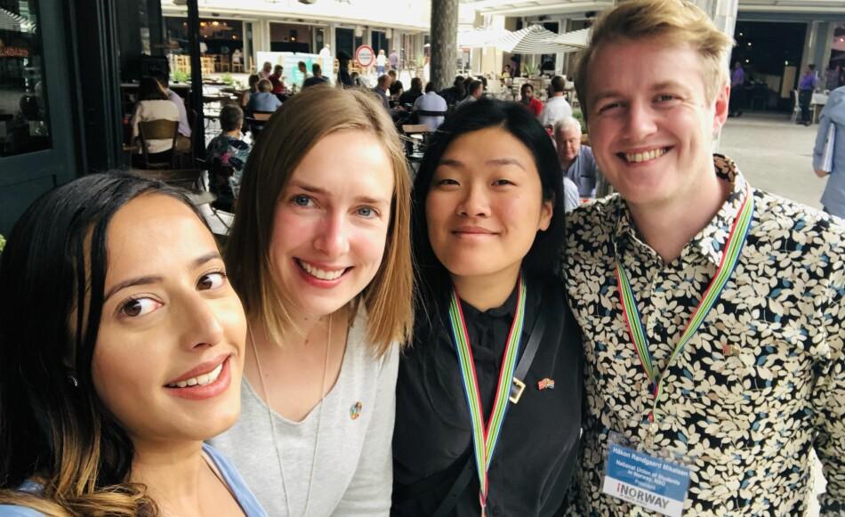 F.v. Fasiha Hassan, vinner av Studentenes fredspris 2019, Iselin Nybø, Hanna Flood og Håkon Randgaard Mikalsen møttes til lunsj. Foto-selfie: Faisha Hassan