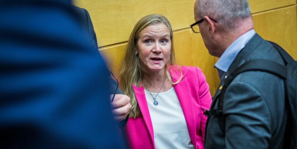 Marii Sundli Tveit i samtale med NTNU-rektor Gunnar Bovim da forslag til statsbudsjett for 2019 ble presentert. Foto: Ketil Blom Haugstulen