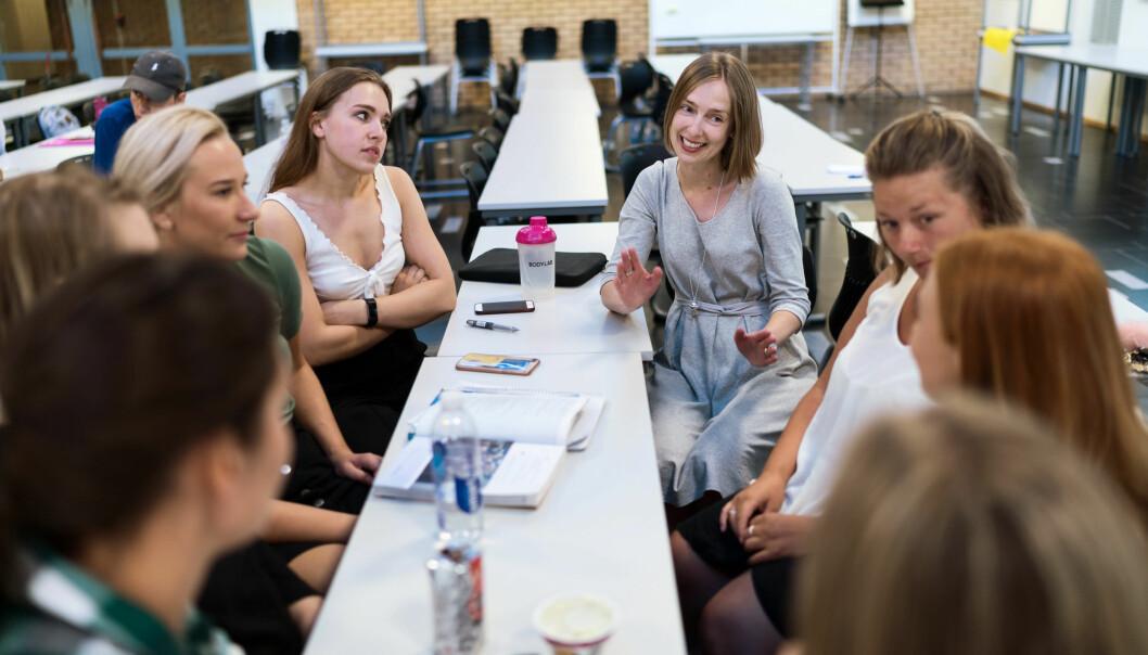 Her møter statsråd Iselin Nybø potensielle lærerstudenter ved OsloMet. Foto: Ketil Blom Haugstulen