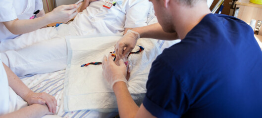 Utestengte sykepleiestudenter trekker to universiteter for retten