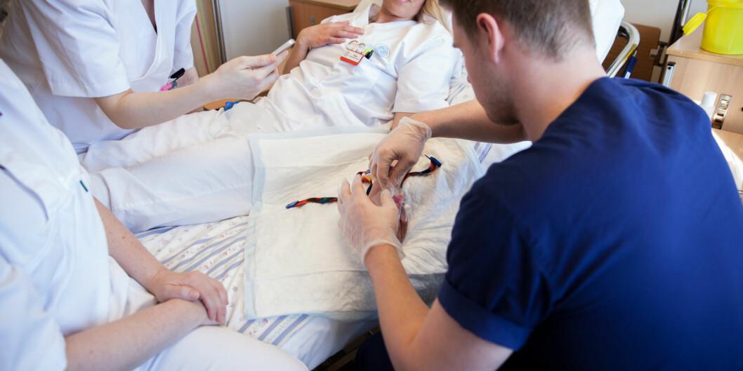 En sykepleiestudent fra UiT Norges arktiske universitet og en fra OsloMet er utestengt fra praksis i studiet og går til sak for å få vedtak om utestengingen opphevet. Illustrasjonsfoto: Mina Ræge