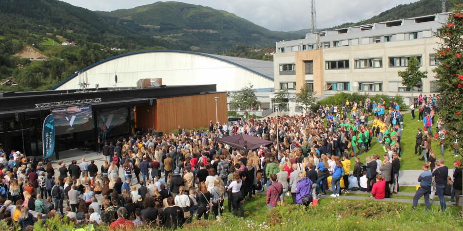 Campus Sogndal på Høgskulen på Vestlandet har ett av 19 studieprogram for trinn 1-7 som sliter med rekrutteringen. Tove Takvam Uglum/HVL
