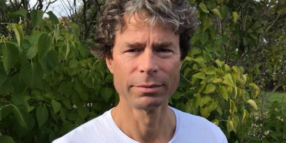 Vi arbeider for at instituttet ikke skal akkumulere et uhåndterlig underskudd, og at det på noe lenger sikt skal gå i balanse, skriver Frode Helland, dekan ved Det humanistisk fakultet ved Universitetet i Oslo. Foto: Privat
