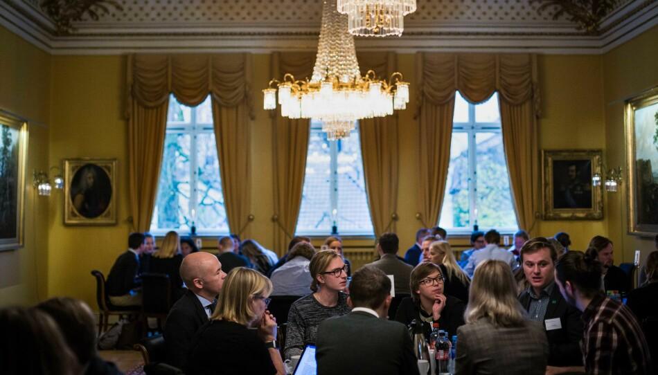 Etter innledningen fra Iselin Nybø var det tid for gruppedebatter. Sentrale topper og saksbehandlere fra departementet var også tilstede. Foto: Siri Øverland Eriksen