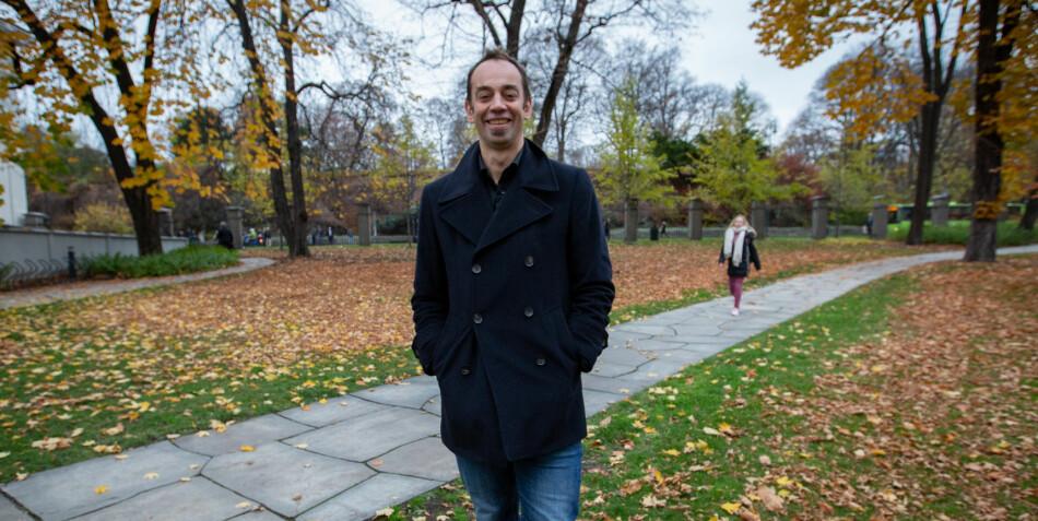 Malcolm Langford er fra Australia og har bodd 12 år i Norge. Nylig fikk han Universitetet i Oslos undervisningspris. Langford mener det er viktig å diskutere hvordan man kan integrere utenlandske forskere på en best mulig måte. Foto: Runhild Heggem