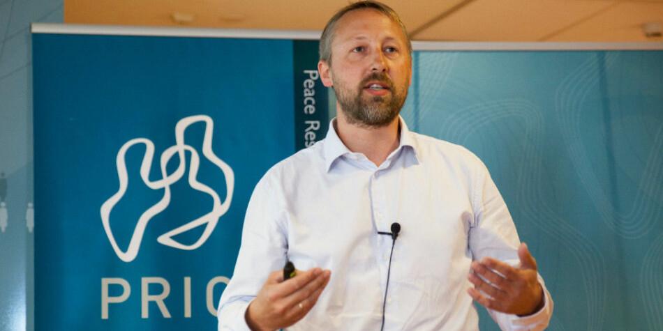PRIO-direktør Henrik Urdal ser ikke veilederen til Plan S-implementeringen som noen løsning på problemstillingene de har løftet i høst. Foto: PRIO