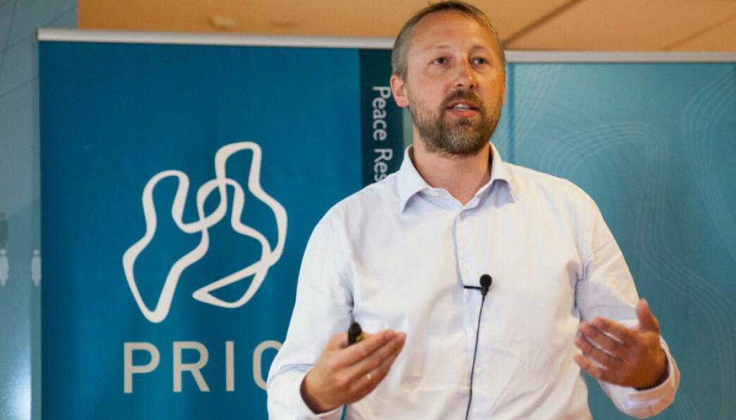 Direktør ved fredsforskningsinstituttet Prio, Henrik Urdal, mener at en utsatt frist vil være den dårligste løsningen.