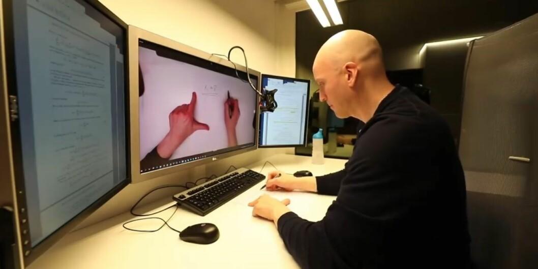 Per Kristian Rekdal gir sine beste tips til videokontakt med studenter. Foto: Skjermdump / Arild Waagbø