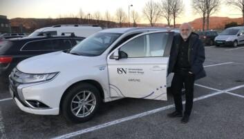 Rektor Petter Aasen ved Universitetet i Sørøst-Norge reiser mykje mellom dei åtte campusane på sitt universitet. I år blir det rundt 25 000 kilometer i hybridbil. Foto: Eva Tønnessen