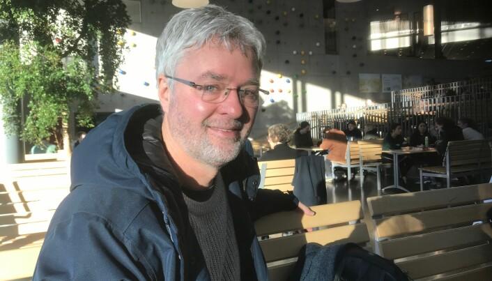 Statsviter og førsteamanuensis ved Universitetet i Stavanger, Svein Tuastad, gir rektor Mohn sin fulle støtte i denne saken.