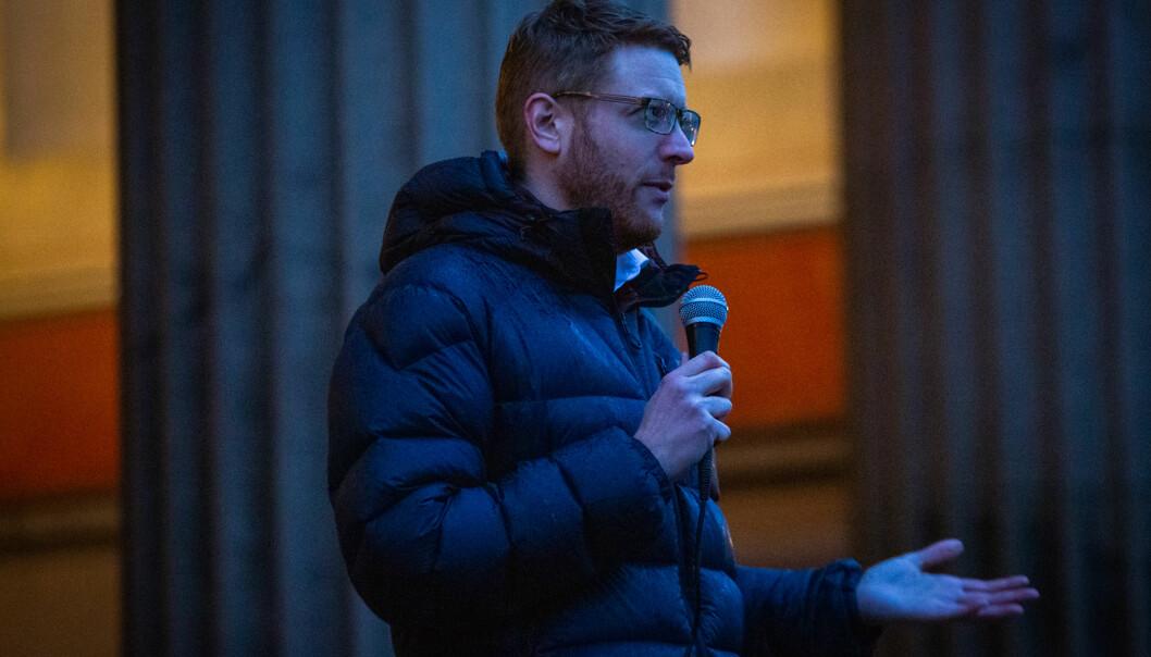 Martin henriksen holder apell for studentene i slutten av november. Foto: Runhild Heggem