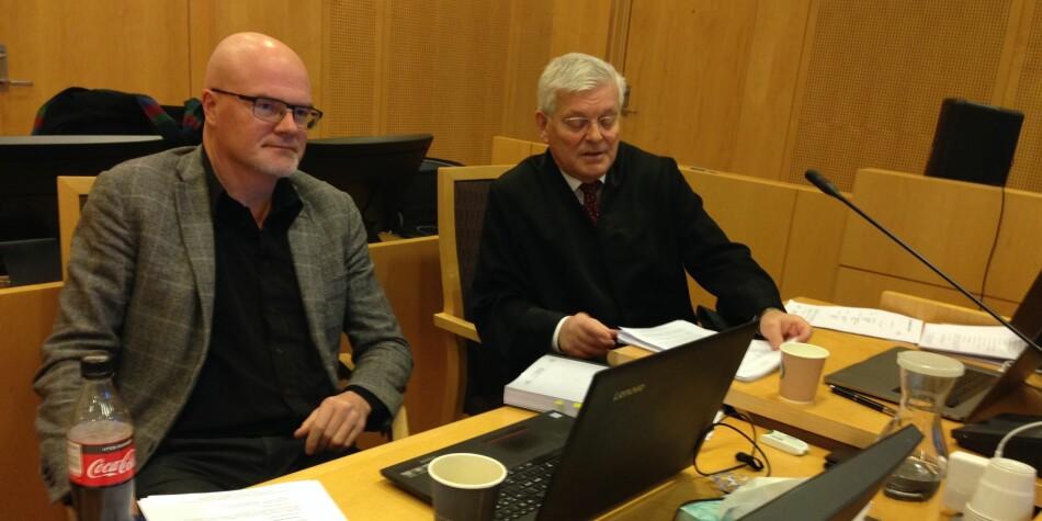 Nils Rune Langeland har tilbrakt en hel uke i rettssal 369 i Oslo tingrett, med advokat Kjell M. Brygfjeld. Foto: Nils Martin Silvola