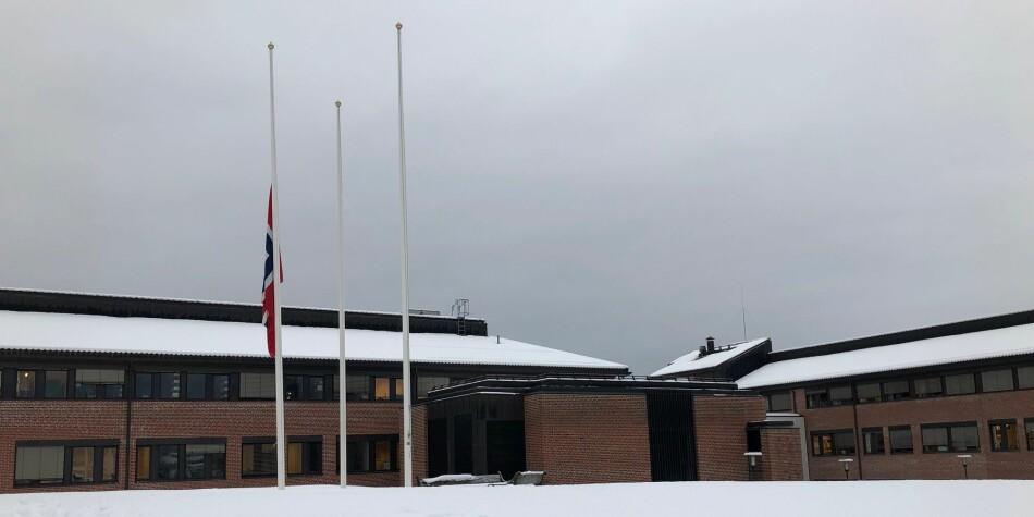 Tirsdag flagges det på halv stang ved USN campus Bø (bildet) og universitetets øvrige sju studiesteder. Foto: USN