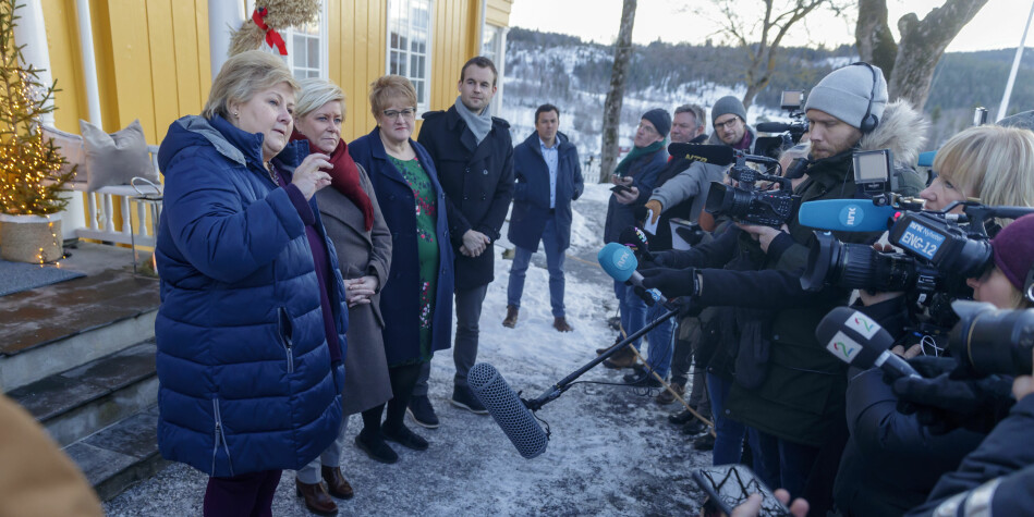 Regjeringsforhandlingene startet 2. januar på Gran. Her fra første dagen med forhandlinger. Foto: Cornelius Poppe/NTB Scanpix