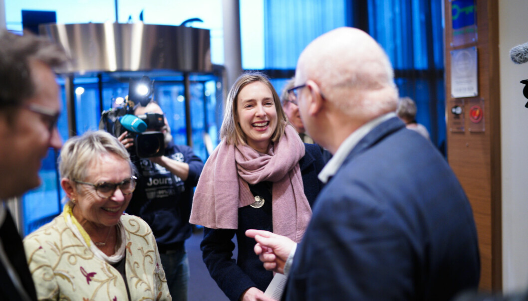 Forsknings- og høyere utdanningsminister Iselin Nybø (V) ankommer styremøtet ved Nord universitet. Foto: Ketil Blom Haugstulen