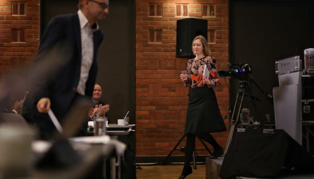 Høstet applaus: Statsråd Iselin Nybø fikk god applaus fra landets ledere på universiteter og høgskoler etter sitt åpningsinnlegg på kontaktkonferansen. Ett av temaene var utveksling. Her blir hun utfordret av FO-studentenes leder, Kristin Aldridge. Foto: Siri Øverland Eriksen