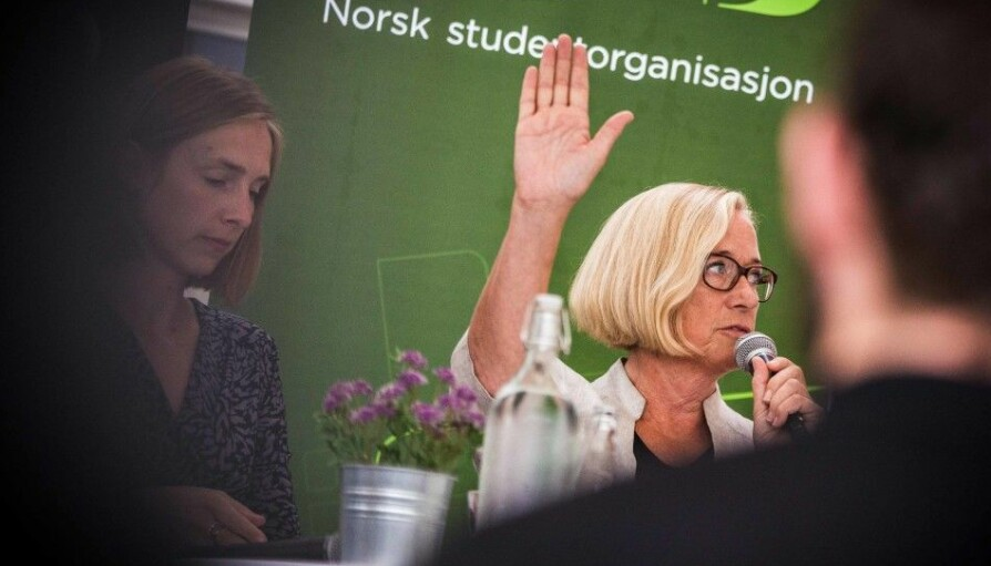 Marit Arnstad (t.h.) og Iselin Nybø har ulikt syn på campusstrukturen i Nord. Her diskuterer de foretaksmodell på Arendalsuka. Foto: Siri Ø. Eriksen