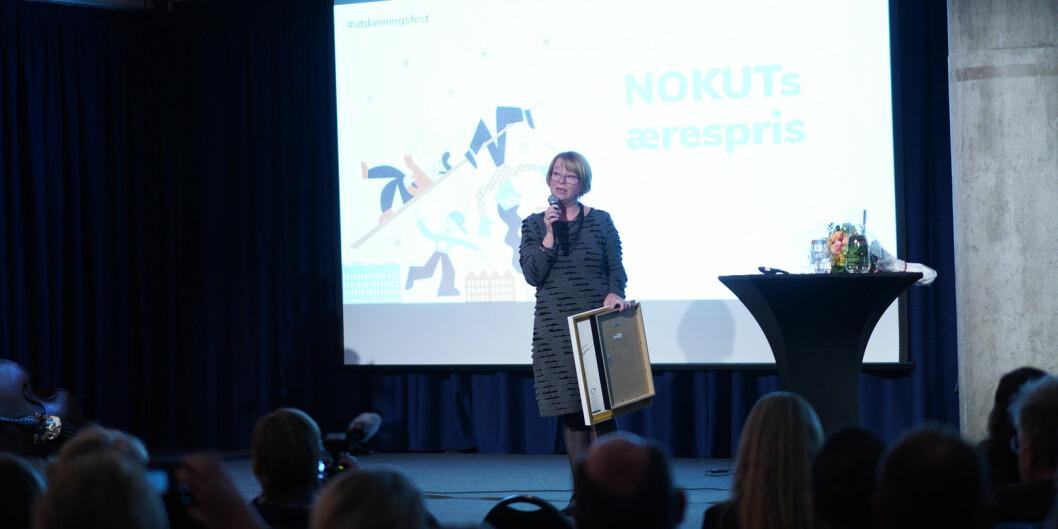 Berit Kjeldstad fra NTNU mottok ærespris under onsdagskveldens utdanningsfest hos Nasjonalt organ for kvalitet i utdanningen. Foto: Ketil Blom Haugstulen