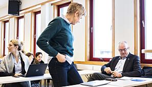 Rektor Gunnar Bovim satt på første rad sammen med dekan Marit Reitan før møtestart. Foto: Torkjell Trædal