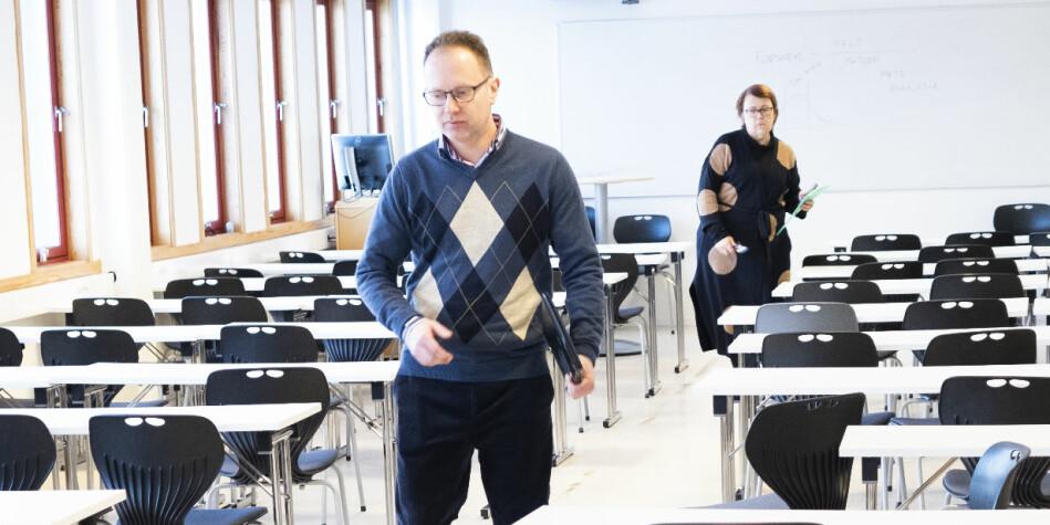 Her forlater førsteamanuensis Øyvind Eikrem og instituttleder Riina Kiik et oppvaskmøte ved instituttet 1.februar i år. En faktakartlegging ved instituttet prøver å bringe på det rene hva som skjedde på et instituttmøte i desember i fjor der Eikrem ikke var tilstede, men var samtaletema. Foto: Torkjell Trædal