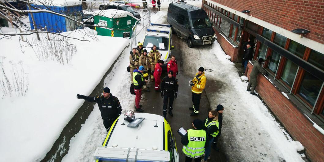 Politi, brannvesen og helsepersonell på plass på Blindern. Foto: Privat/Tipser