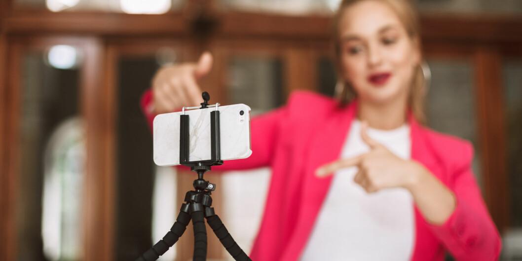 Del og snakk om forskningen din i sosiale medier. Når du blogger og deler din kunnskap på LinkedIN, Twitter og Facebook, bygger du din faglige digitale identitet, skriver Audun Farbrot. Foto: Shutterstock / NTB Scanpix