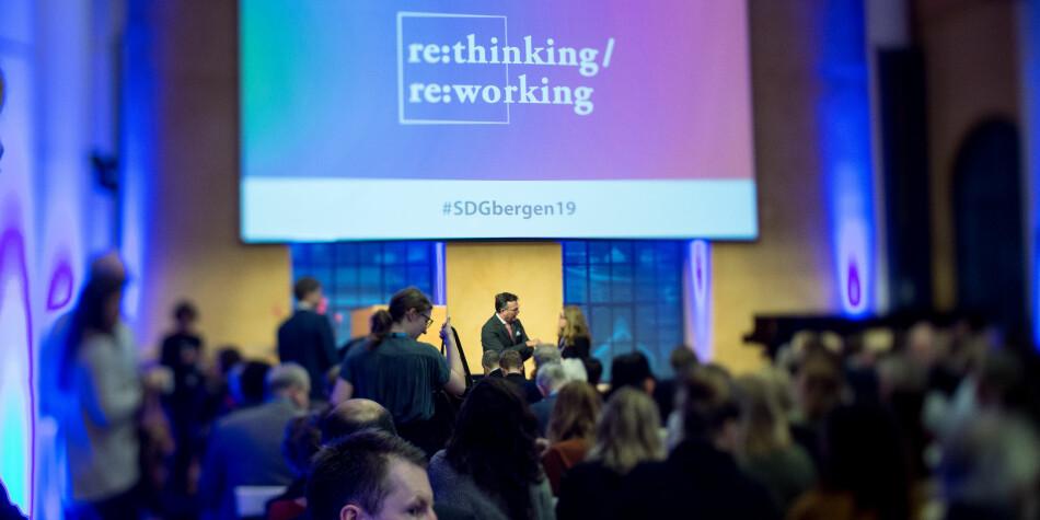 Bærekraftkonferansen gikk av stabelen i Bergen i dag. Det norske høyere utdanningssystemet bør gå i front for en mer rettferdig og bærekraftig global utdanningspolitikk, mener forfatterne av innlegget. Foto: Eivind Senneset/UiB