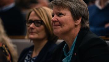 Universitetsdirektør Seunn Smith-Tønnesen og dekan og rektorkandidat Sunniva Whittaker var blant tilhørerne. Foto: Kristoffer Skarsgård