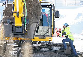 Erna satte spaden i jorda for det nye livsvitenskapsbygget i Oslo
