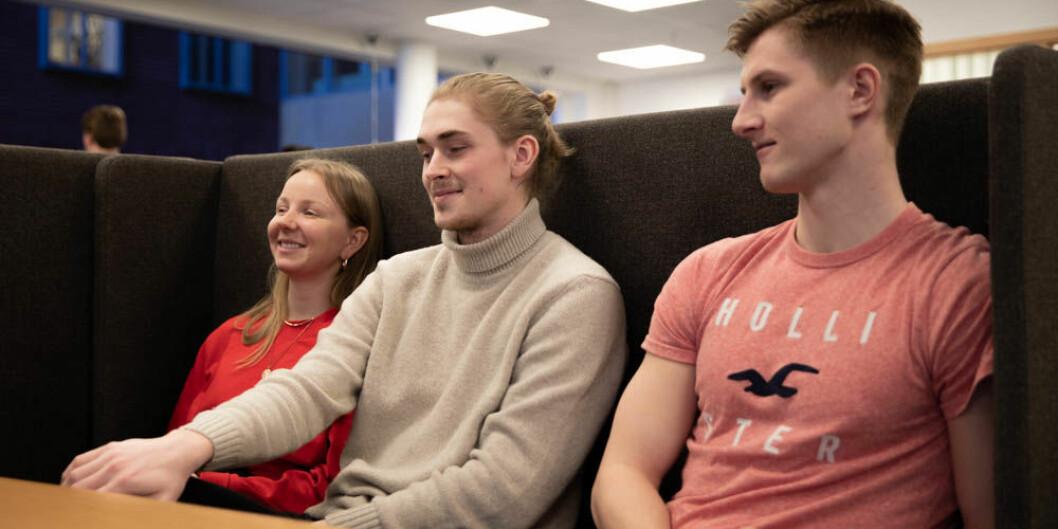 Ane Høstmælingen (22), Gaute Haugen (21) og Jonas Njerve (21) går alle grunnskolelærerutdanning trinn 5-10 på OsloMet. Foto: Mina Ræge