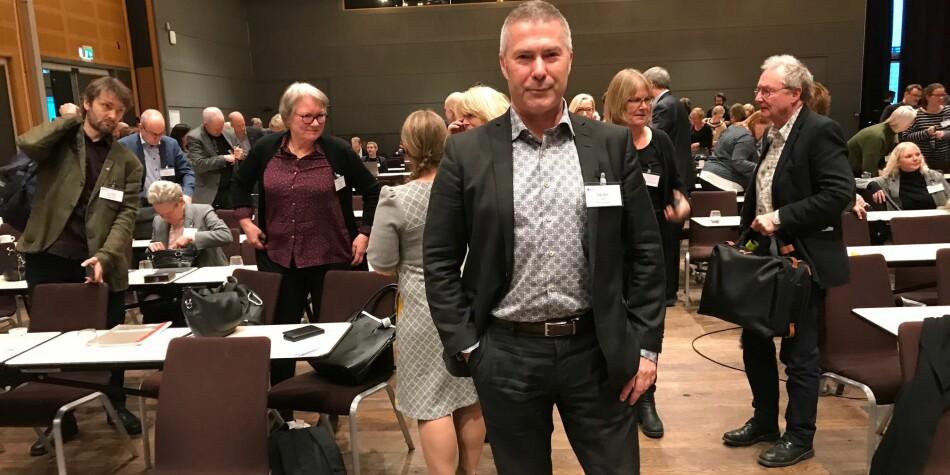 Dekan Egil Solli ved Nord universitet presenterte seg som elefanten i rommet under mandagens strukturkonferanse i Trondheim. Foto: Tove Lie