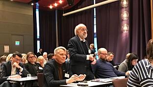 Rektor Petter Aasen ved Universitetet i Sørøst-Norge med både skryt og spøk. Foto: Tove Lie
