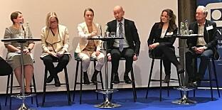F.v. Guro Lind, Marit Arnstad, Nina Sandberg, Tord Lien, Rebekka Borsch og Steinar Stjernø. Foto: Tove Lie