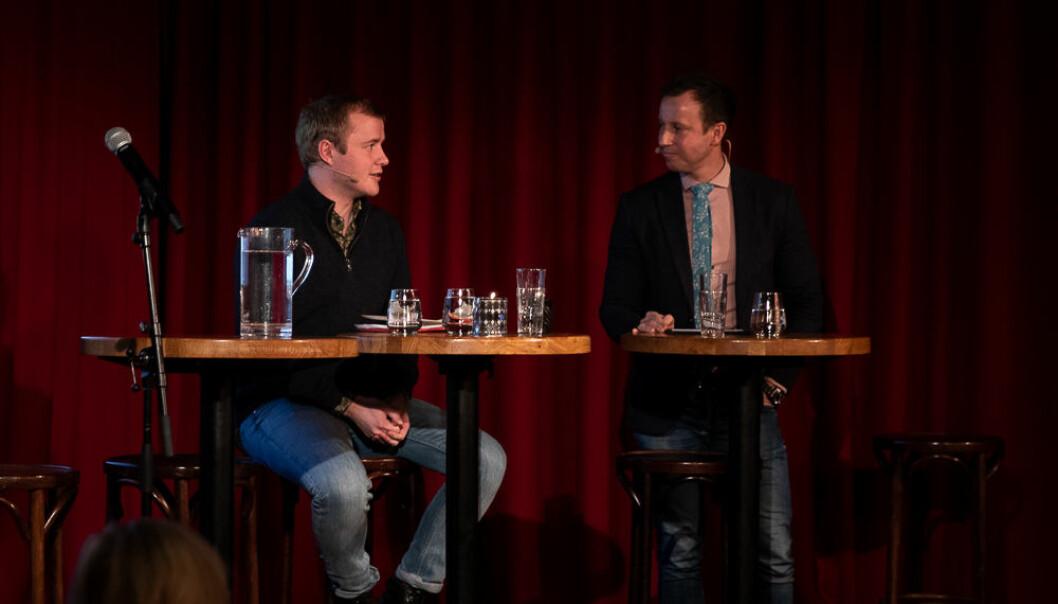 Håkon Randgaard Mikalsen i samtale med Gard Sandaker-Nielsen i Nokut. Foto: Mina Ræge