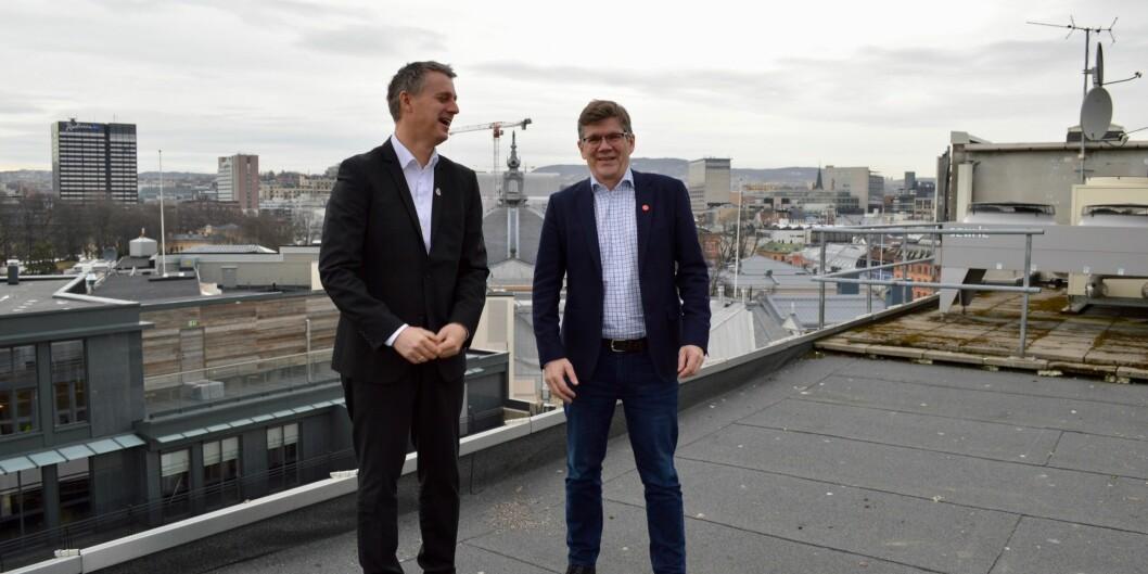 UiO-rektor Svein Stølen (t.h.) og Kjetil Lund (Ap), byråd for næring og eierskap i Oslo kommune. Foto: Øystein Fimland