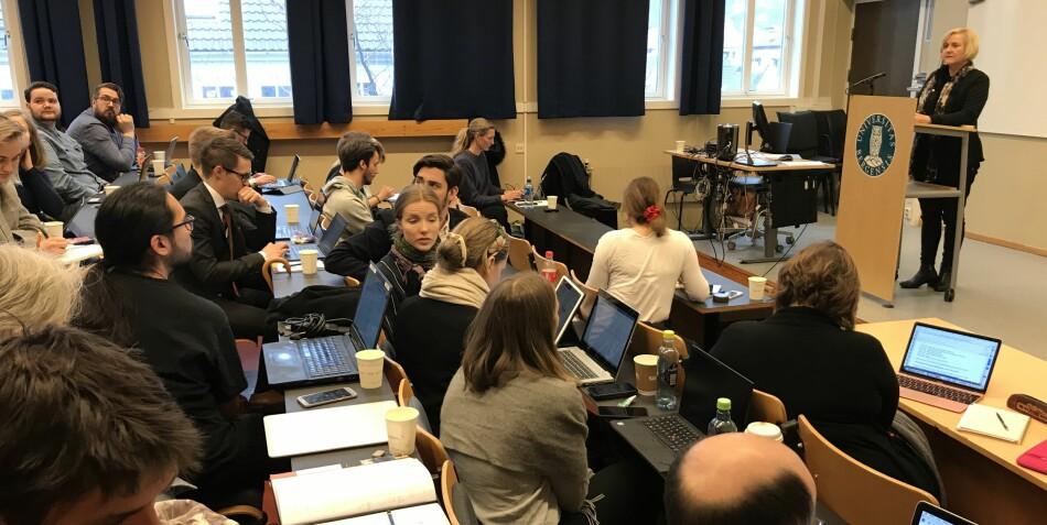 Helga Aune, som leder arbeidet med å revidere universitets- og høgskoleloven, fikk mange studentinnspill i Bergen onsdag. Foto: Eva Tønnessen